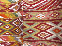 Kleurrijke die dekenachtergrond in twee secties wordt verdeeld royalty-vrije stock afbeeldingen