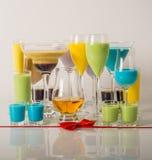 Kleurrijke die dranken op melklikeuren worden gebaseerd, unieke pastelkleuren van stock foto's