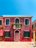 Kleurrijke die huizen op Burano-eiland, Venetië, Italië worden genomen Stock Foto's