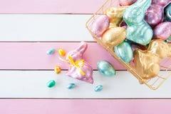 Kleurrijke die konijntjes van chocolade worden gemaakt Royalty-vrije Stock Afbeelding