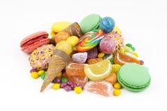 Kleurrijke die lollys en verschillend om suikergoed worden gekleurd Hoogste mening royalty-vrije stock afbeeldingen