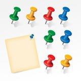 Kleurrijke die spelden met document nota worden geplaatst Royalty-vrije Stock Foto