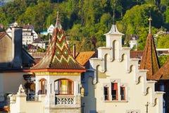 Kleurrijke die torens in het ochtendlicht worden getoond Royalty-vrije Stock Foto's