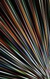 Kleurrijke donkere achtergrond Stroken die van de lagere hoek aan de randen divergeren Royalty-vrije Stock Fotografie