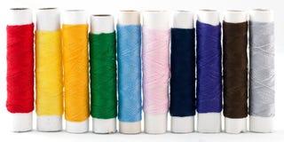 Kleurrijke draad op witte achtergrond Stock Fotografie