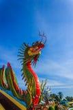 Kleurrijke Draak bij Thaise Tempel Royalty-vrije Stock Foto's