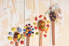 Kleurrijke dragee met marmelade of geleisuikergoed Royalty-vrije Stock Afbeeldingen
