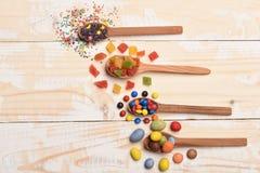 Kleurrijke dragee met marmelade of geleisuikergoed Royalty-vrije Stock Foto's