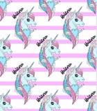 Kleurrijke eenhoornhoofden op roze gestreepte achtergrond Royalty-vrije Stock Foto