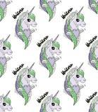 Kleurrijke eenhoornhoofden op roze witte achtergrond Royalty-vrije Stock Afbeeldingen
