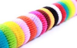 Kleurrijke elastische haarband op geïsoleerde witte achtergrond Stock Foto