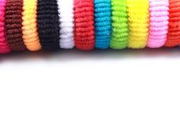 Kleurrijke elastische haarbanden met lege ruimte op geïsoleerde witte achtergrond Royalty-vrije Stock Afbeeldingen