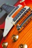 Kleurrijke elektrische gitaar dichte omhooggaand stock fotografie