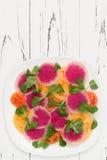 Kleurrijke en gezonde carpacciosalade met watermeloenradijs, tomaat en maïssalade Hoogste mening, de ruimte van het vrije tekstex Royalty-vrije Stock Fotografie