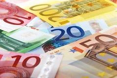 Kleurrijke euro bankbiljetten stock afbeeldingen