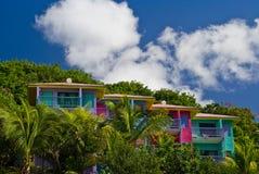 Kleurrijke flatgebouw met koopflatsvilla's Stock Fotografie