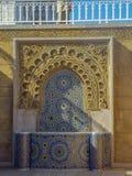 Kleurrijke fontein typisch van Marokkaanse architectuur stock afbeelding