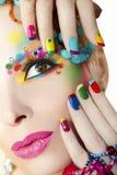 Kleurrijke Franse manicure en make-up royalty-vrije stock foto
