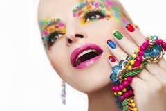 Kleurrijke Franse manicure en make-up royalty-vrije stock afbeeldingen