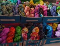 Kleurrijke Garens bij Landbouwersmarkt in Las Cruces, New Mexico Royalty-vrije Stock Afbeelding