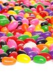 Kleurrijke geïsoleerde geleibonen stock foto