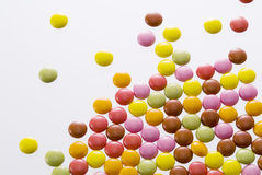 Kleurrijke geassorteerde chocolade Stock Afbeeldingen