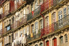 Kleurrijke gebouwen in de oude stad. Porto. Portugal Stock Fotografie