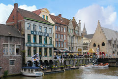 Kleurrijke gebouwen gent belgië stock fotografie