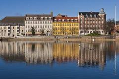 Kleurrijke gebouwen op zonnige dag Royalty-vrije Stock Foto's