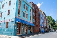 Kleurrijke gebouwen in Orwell-straat met het hotel van Dorpsbackpackers in Woolloomooloo-buurt Sydney Australia stock fotografie