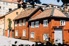 Kleurrijke gebouwen in Stockholm, Zweden stock foto's