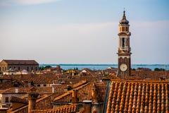 Kleurrijke gebouwen in Venetië vóór zonsondergang stock afbeelding