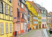 Kleurrijke gebouwen voor een rivier in Colmar, Frankrijk Royalty-vrije Stock Afbeelding