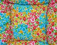 Kleurrijke gedrukte bloemen op textuur Stock Foto