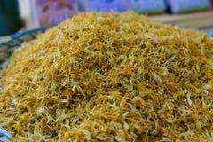 Kleurrijke gele kruiden stock fotografie