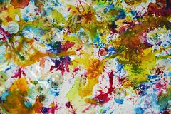 Kleurrijke gele rode blauwe levendige tinten, de waterverf creatieve achtergrond van de wasverf Royalty-vrije Stock Afbeelding