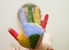 Kleurrijke geschilderde hand Stock Foto's
