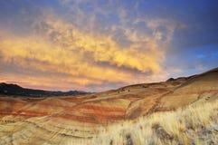 Kleurrijke geschilderde heuvels bij zonsondergang, Mitchell, Oregon stock fotografie