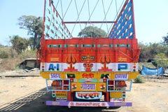 Kleurrijke geschilderde vrachtwagenrug stock foto