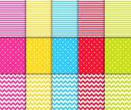Kleurrijke gestippelde en gestreepte naadloze patronen vectorachtergronden vector illustratie