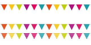 Kleurrijke gevormde die partijvlaggen op witte achtergrond worden geïsoleerd vector illustratie