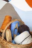 Kleurrijke geweven stof en countertops stock foto