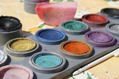 Kleurrijke gezichtsverf stock foto's