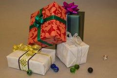 Kleurrijke giften Stock Foto's