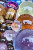 Kleurrijke glasballen op een zonnige dag Stock Foto