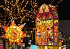 Kleurrijke, gloeiende lantaarns stock fotografie