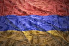 Kleurrijke golvende Armeense vlag op een achtergrond van het dollargeld Stock Foto