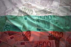 Kleurrijke golvende Bulgaarse vlag op een euro achtergrond Royalty-vrije Stock Fotografie