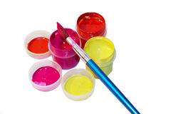 Kleurrijke gouache en borstel Stock Foto's