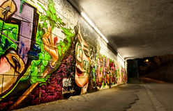 Kleurrijke graffiti in autotunnel Stock Foto